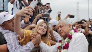 Le candidat Obrador en meeting à Cancun, le 26 juin 2018.