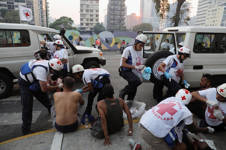 Des opposants au régime de Maduro blessés, lors d'affrontements à Caracas, le 30 avril 2019.