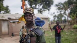 Milicien anti-balaka à Bossembele, au nord-ouest de Bangui, en 2014.