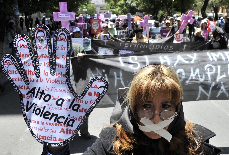 Manifestation contre les violences faites aux  femmes dans les rues de La Paz, Bolivie, le 25 novembre 2014.