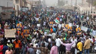 Une marche de plusieurs milliers d'opposants s'est déroulée à Dakar, le mardi 7 février 2012, à l'appel du Mouvement du 23 juin.
