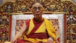 Далай-лама во время чтения духовных наставлений в Тулузе