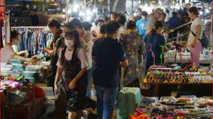 中国地摊经济新热报道图片