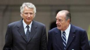 Ông Dominique de Villepin (T) và Jacques Chirac. Ảnh chụp ngày  17/01/ 2007.