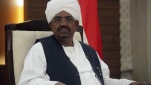 Aliye kuwa rais wa Sudan Omar al-Bashir wakati wa mahojiano na televisheni ya taifa Februari 3, 2012.