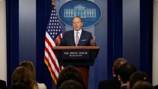 Phát ngôn viên Nhà Trắng Sean Spicer họp báo, tại Washington, Hoa Kỳ, ngày 23/01/2017.