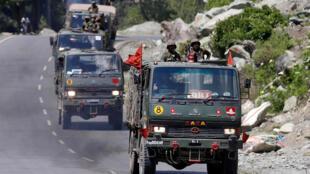 Đoàn xe quân đội Ấn Độ trên đường đến Ladakh, Ảnh 18/06/2020.