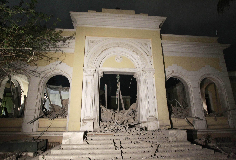 Триполи. Здание Высшей комиссии по вопросам детей, согласно ливийским властям, пострадавшее от авиаудара НАТО в ночь с 9 на 10 мая