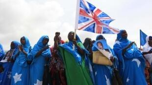 Des habitants de Mogadiscio ont participé à un rassemblement en soutien au processus engagé à la conférence de Londres pour la Somalie, ce mardi 7 mai.