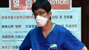 Hàn Quốc hiện đang phải đối mặt với siêu virus MERS. Ảnh chụp tại một bệnh viên ở Seoul, ngày 01/06/2015.