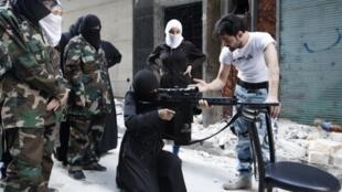 "Mulheres ""jihadistas"" aprendem a utilisar armas"