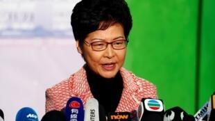 Kiongozi wa Hong Kong Carrie Lam akizungumza na vyombo vya habari baada ya kupiga kura katika uchaguzi wa Halmashauri za mitaa Novemba 24, 2019.