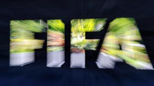 Logotipo da Federação Internacional de Futebol (FIFA).