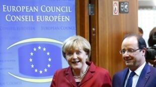 Thủ tướng Đức Angela Merkel (T) và Tổng thống Pháp François Hollande tại Thượng đỉnh Châu Âu, Bruxelles, 24/10/2013