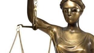 Balança da Justiça de olhos vendados