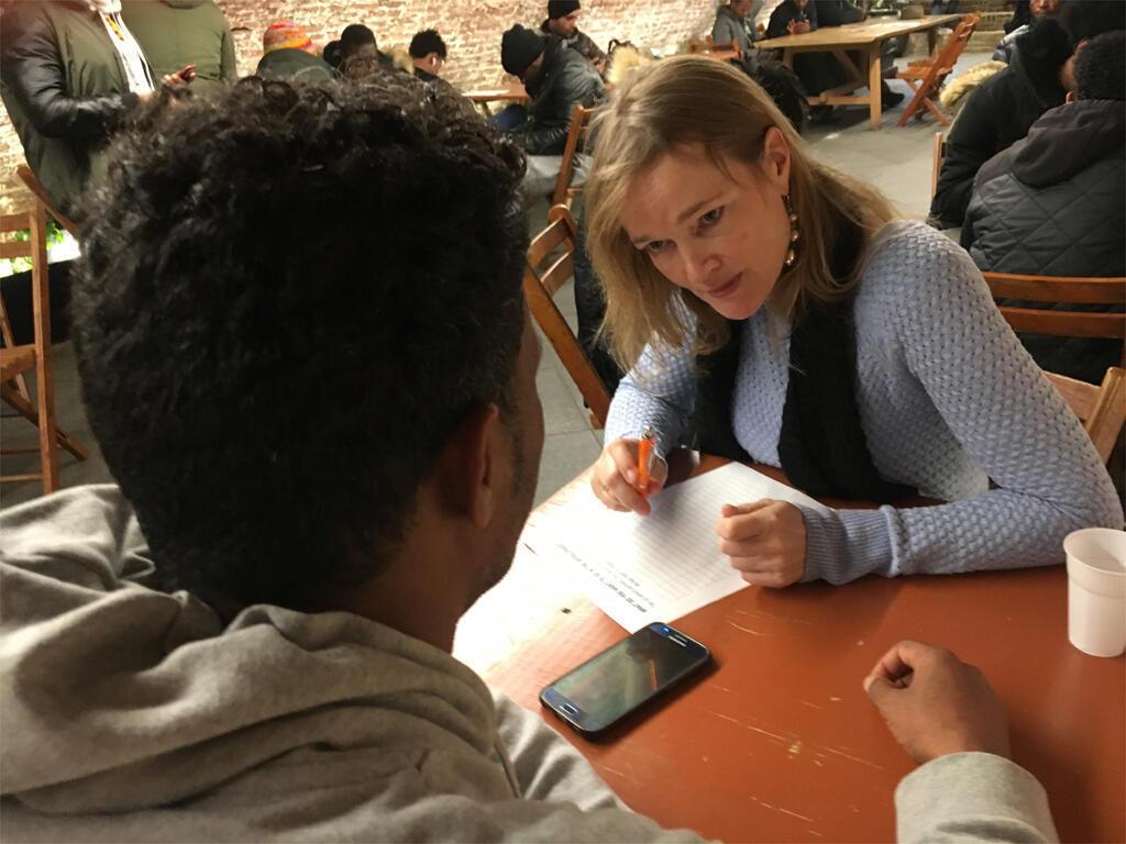 Annette Kouwenhoven vient en aide aux migrants menacés d'expulsion.