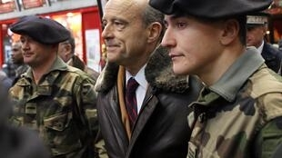French Defence Minister Alain Juppé with soliders