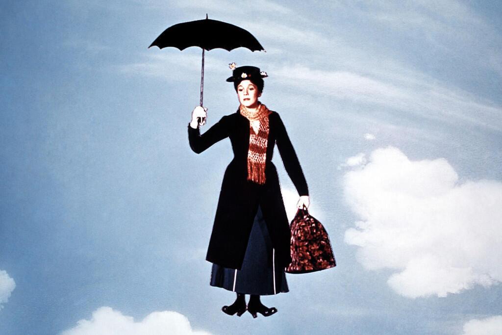 چتر، کلاه و کیف مری پاپینز بخشی تغییرناپذیر از شخصیت اوست