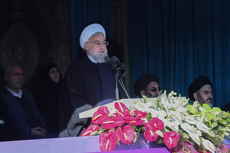 Yayin wani taron hadin kan kasashen Musulmi Hassan Rouhani ya ce dole ne sai kasashen su juyawa Amurka baya, ta haka ne za su tsira da mutuncinsu tare da kaucewa makircinta.