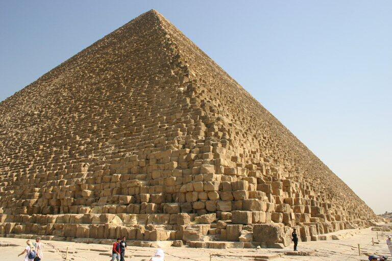 Depuis les troubles politiques en Egypte, l'activité touristique est en chute au Caire.