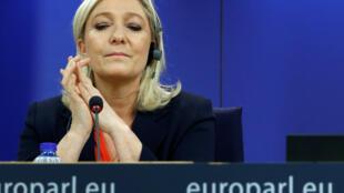 O Parlamento Europeu retirou nesta quinta-feira (2) a imunidade parlamentar da líder da extrema-direita francesa, Marine Le Pen.