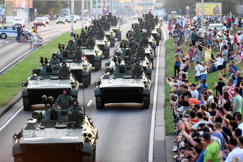 Défilé militaire à l'occasion du 20e anniversaire de l'opération Tempête (Oluja), à Zagreb, le 4 août, 2015.