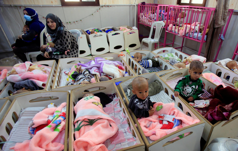 Estos niños, hijos de combatientes del grupo Estado Islámico, sufren de malnutrición. Hospital en Hasaka, noreste de Siria. 5 de abril de 2019.