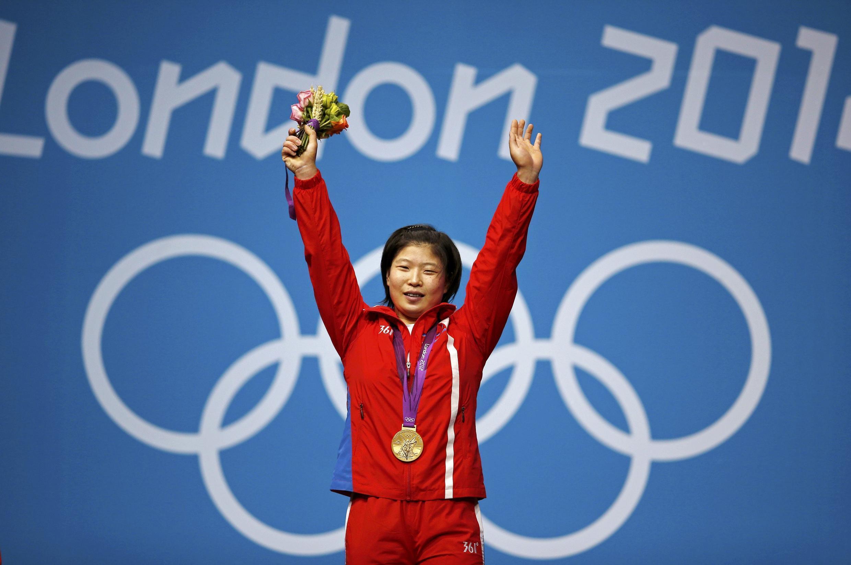 Vận động viên Bắc Triều Tiên Jong Sim Rim giành chiến thắng môn cử tạ nữ 69 kg ngày 01/08/2012.