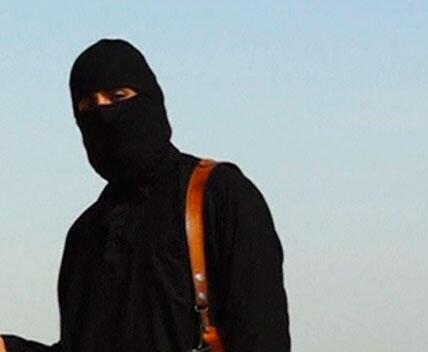 Trong đoạn băng vidéo về vụ hành quyết nhà báo James Foley, hung thủ bịt mặt nói tiếng Anh. Ảnh chụp từ video.