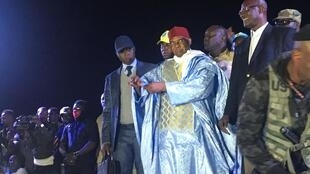 Abdoulaye Wade arrives on stage at the PDS headquarters in Dakar 7 February, 2019.