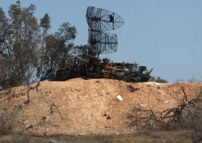Радиолокационные установки ливийской армии близ Триполи, уничтоженные авиаударами коалиции, 25 марта 2011.