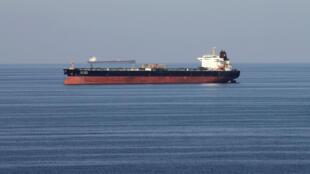 Tàu dầu đi qua eo biển Ormuz. Ảnh chụp ngày 21/12/2018