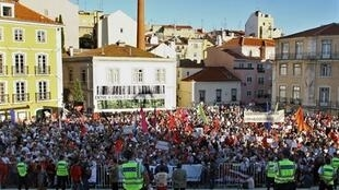 Rassemblement des travailleurs en octobre 2006 devant le Parlement de Lisbonne. La CGTP espère en ce 29 mai 2010, une mobilisation aussi importante.