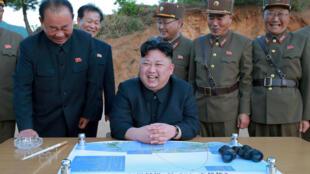 Kim Jong-sik na Ri Pyong-chol wamekua wakionekana mara kwa mara wakiwa na kiongozi wa Korea Kaskazini Kim Jong-un katika maeneo ya kuyafanyia majaribio ya makombora.