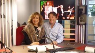 La cantante argentina Mariel Dupetit con Jordi Batalle después de la grabación de El invitado de RFI . invitado de RFI .