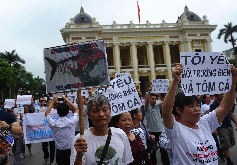 Người biểu tình Đài Loan phản đối tập đoàn Đài Loan Formosa, Hà Nội ngày 01/05/2016.