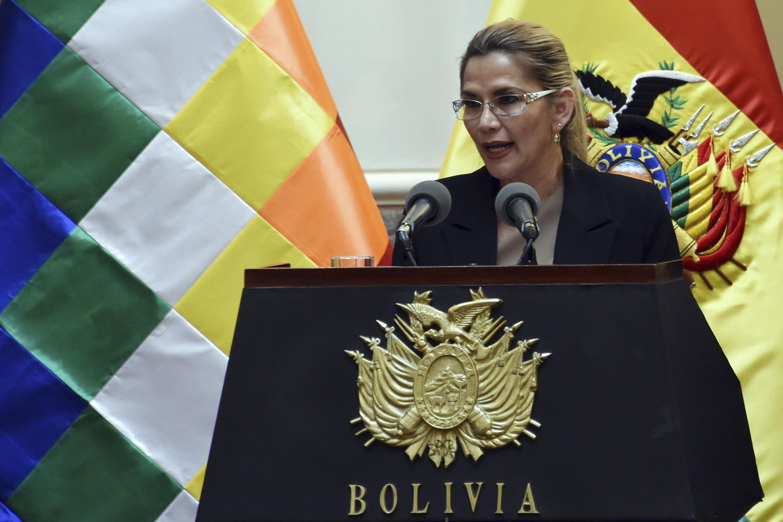A presidente interina da Bolívia, Janine Añez, actualmente em quarentena, depois de ter sido rastreada positiva com a Covid-19.