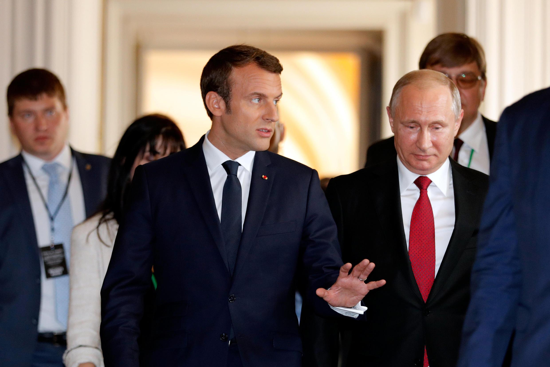 左为法国总统马克龙 右为到访凡尔赛宫的俄总统普京