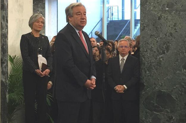 Secretário-geral da ONU dirige-se aos funcionários da organização.