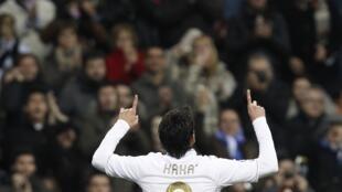 O atacante Kaká, do Real Madrid, comemora gol contra o Zaragoza no último dia 28 de janeiro.