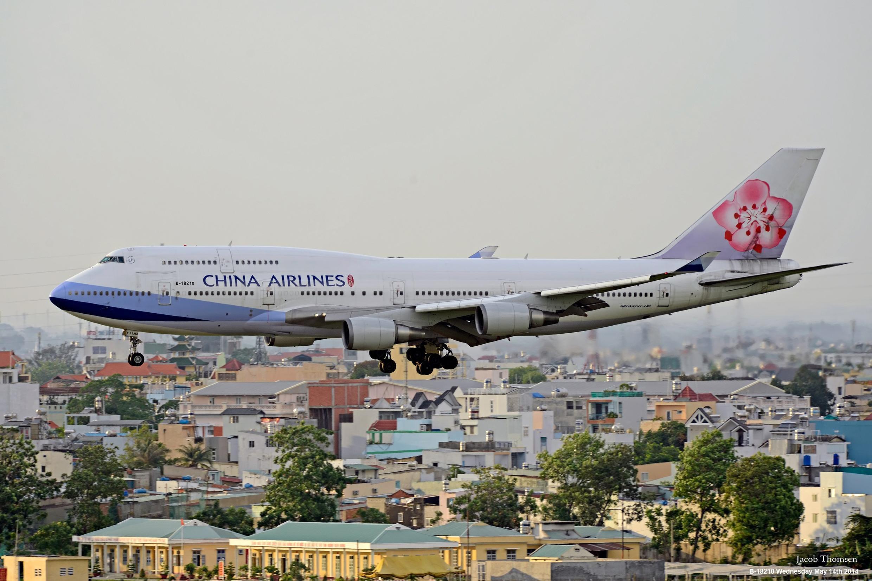 Một máy bay của hãng hàng không Đài Loan China Airlines đáp xuống sân bay Tân Sơn Nhất ngày 14/05/2014.