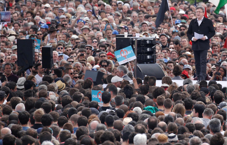 Le candidat de la France insoumise, Jean-Luc Mélenchon, a tenu un meeting devant des dizaines de milliers de personnes à Toulouse le 16 avril 2017.