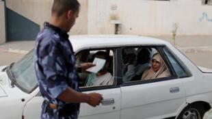 São numerosos os controlos em Gaza depois dos dois atentados de ontem contra as forças de segurança do Hamas.