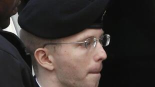 O soldado americano Bradley Manning é escoltado nesta quarta-feira, 21 de agosto de 2013, para receber sua sentença em Maryland, nos Estados Unidos.