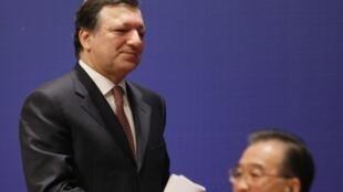 Le président de la Commission européenne José  Manuel Barroso, et le Premier ministre chinois, Wen Jiabao, le 30 novembre 2009.