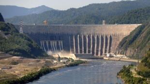 Плотина Саяно-Шушенской ГЭС, фото от 20 августа 2009 года