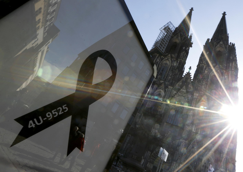 Homenagem às vítimas do Airbus A320 da Germanwings é realizada na catedral de Colônia nesta sexta-feira (17).