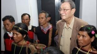 Georges Condominas với những người dân Mnong Gar (Tây Nguyên), Trung tâm Văn hóa Pháp - Hà Nội, cuối năm 2007.
