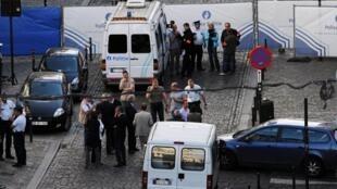 A polícia belga interditou a rua onde fica o Museu Judaico da Bélgica, no bairro turístico de Sablon, no centro de Bruxelas.