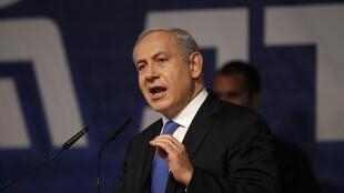 O primeiro-ministro de Israel, Benjamin Netanyahou, surpreendeu o seu próprio campo ao anunciar acordo que suspendeu as legislativas antecipadas.